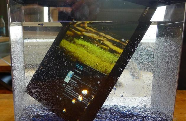 Sony-Xperia-Tablet-Z-in-the-water