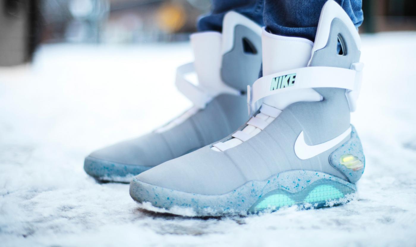 Nike představil samozavazovací boty z Návratu do budoucnosti ovládané  telefonem 3479a69e52