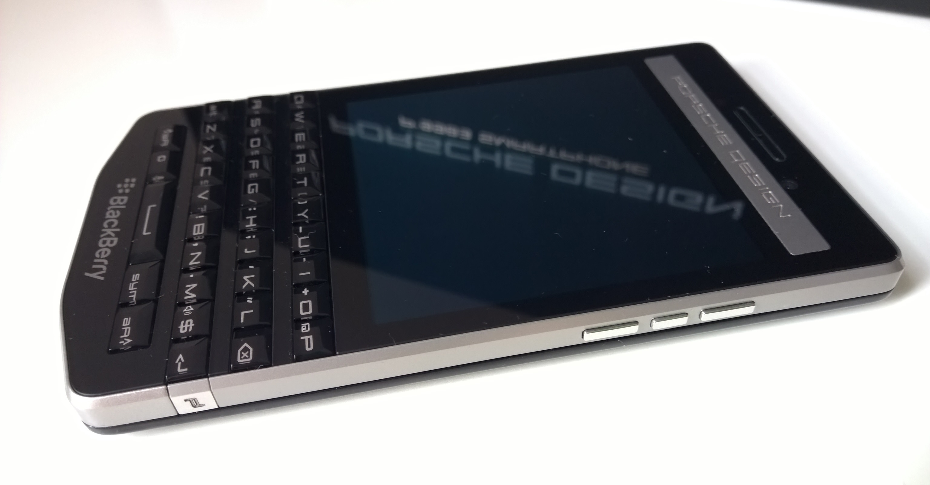 qwerty je zp tky blackberry ukazuje luxusn porsche. Black Bedroom Furniture Sets. Home Design Ideas