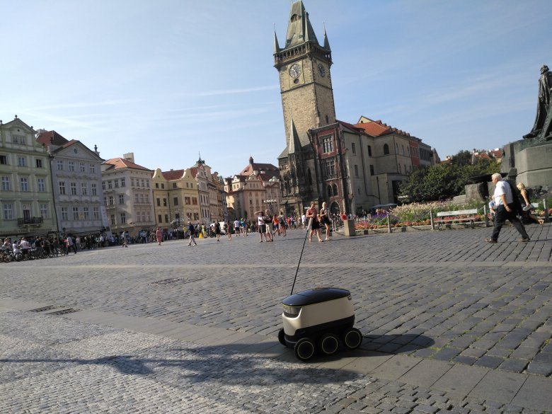 Starship Robot Prague Cdr Cz 10