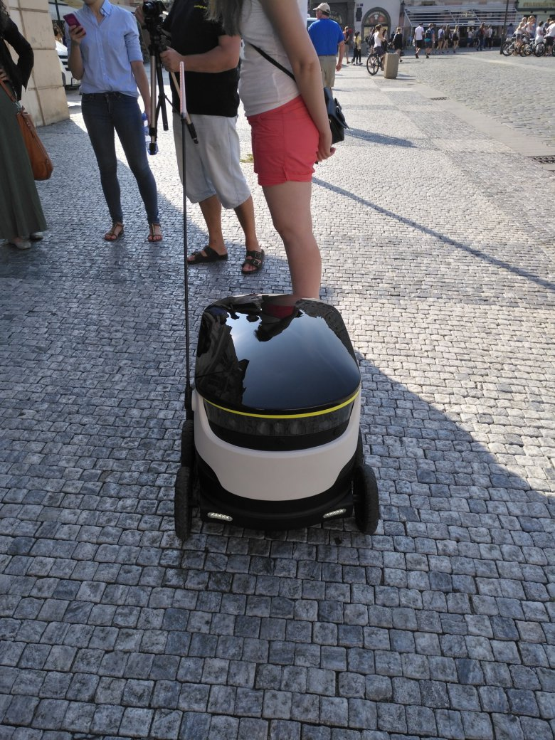 Starship Robot Prague Cdr Cz 7