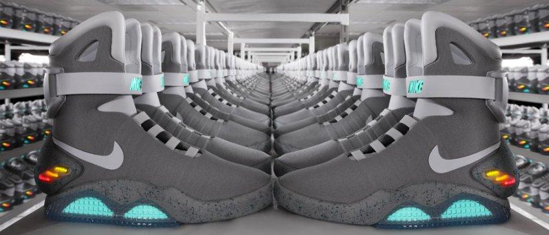 V roce 2011 se boty dostaly do oběhu pouze v omezeném počtu 1500 párů s  pěknými světýlky 4f40aa9cab